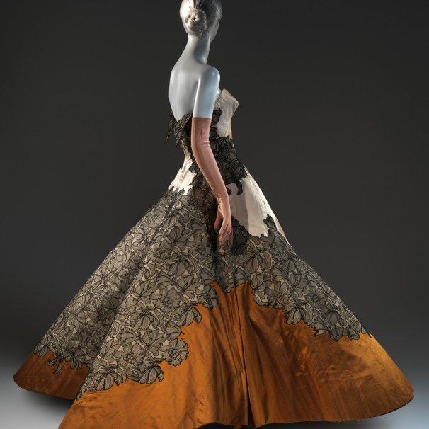 A ball gown από το 1953.